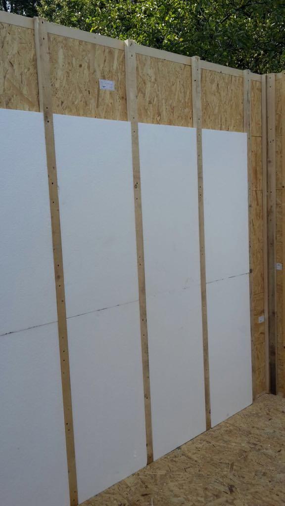 Stěna s laťováním a polystyrenem